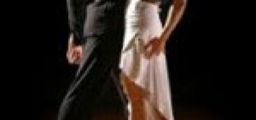 foto di coppia che danza salsa